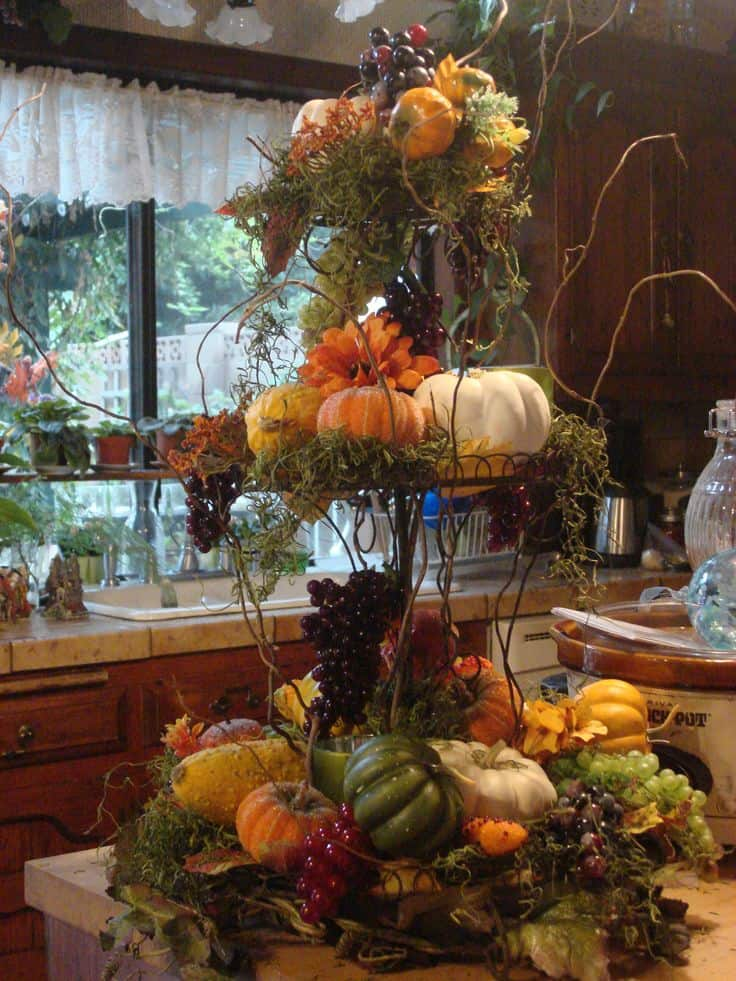 Make Your Thanksgiving Table Glow with Radiant Centerpieces
